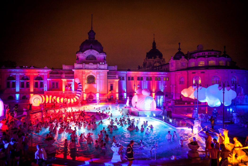 [Image: Szechenyi-Bath-Pool-Party-Budapest-Perfect-2015.jpg]